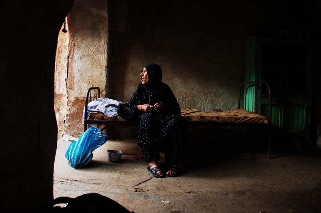 Image of an old woman in Iraq shot by Farzin Hasan. Images © Farzin Hasan and Safin Hamed.