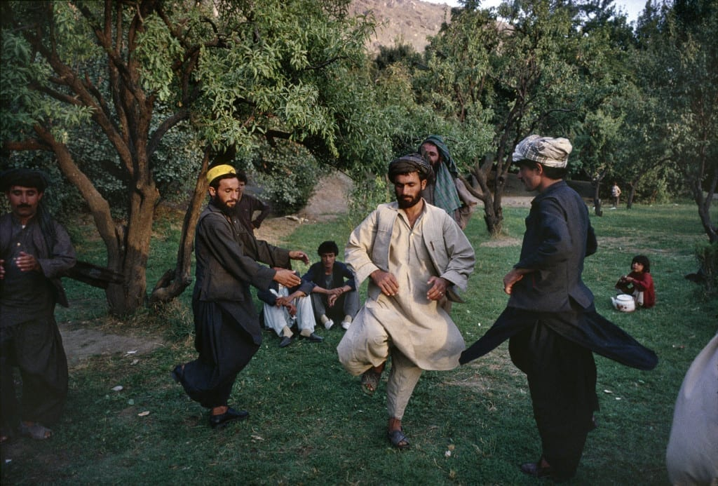 September 1989: Afghans in the Babur Gardens perform the attan, a traditional Afghan folk dance in Kabul © Robert Nickelsberg