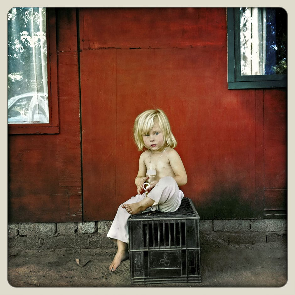 Girl - Coronation Park Squatter Camp - Krugersdorp © Dale Yudelman, from the series Life under Democracy