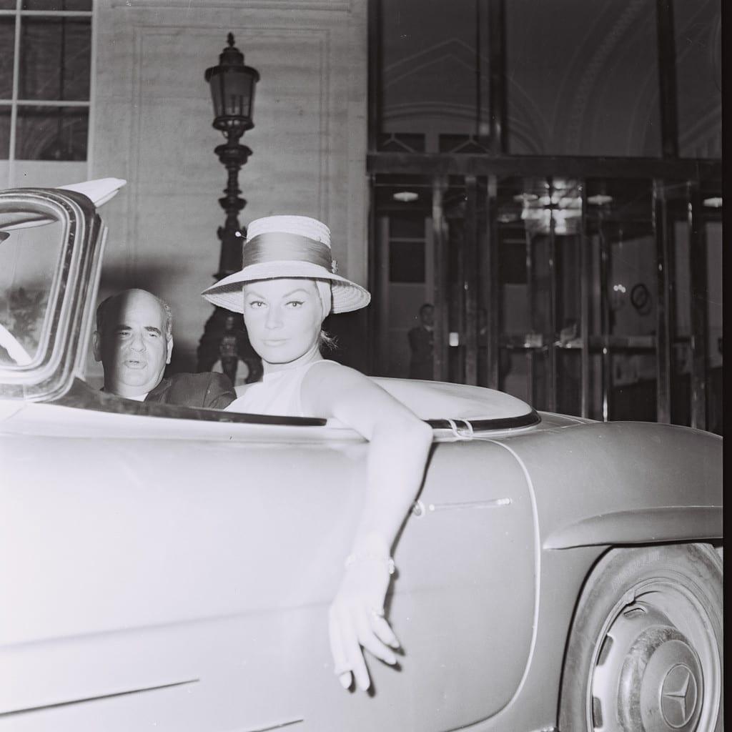 Anita Ekberg driving a Mercedes, Rome, 1962 © Marcello Geppetti, courtesy courtesy MGMC & Solares Fondazione delle Arti