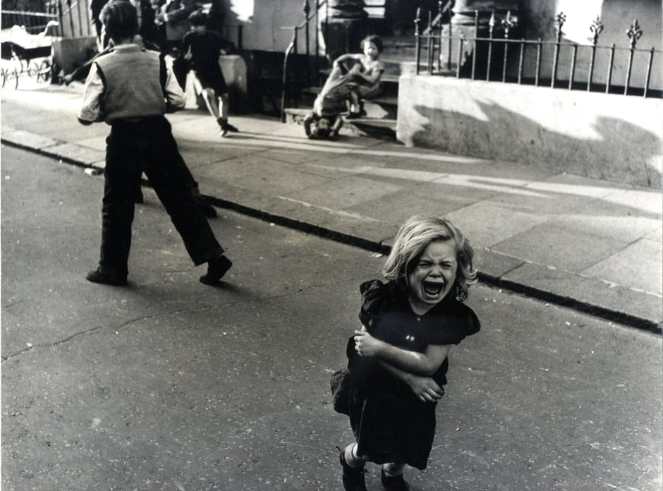 Screaming child, Southam Street, 1956 © Roger Mayne