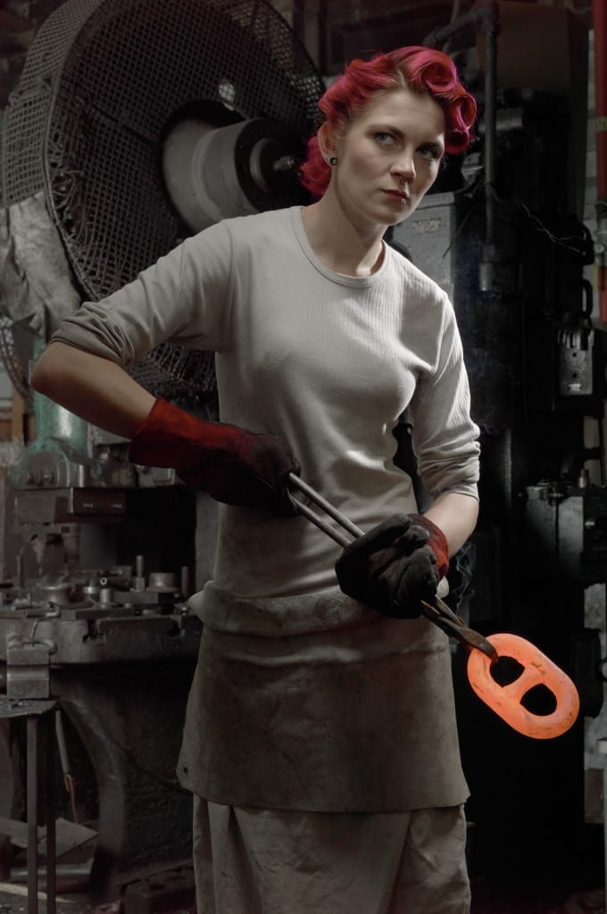 Woman chainmaker © Brian Griffin