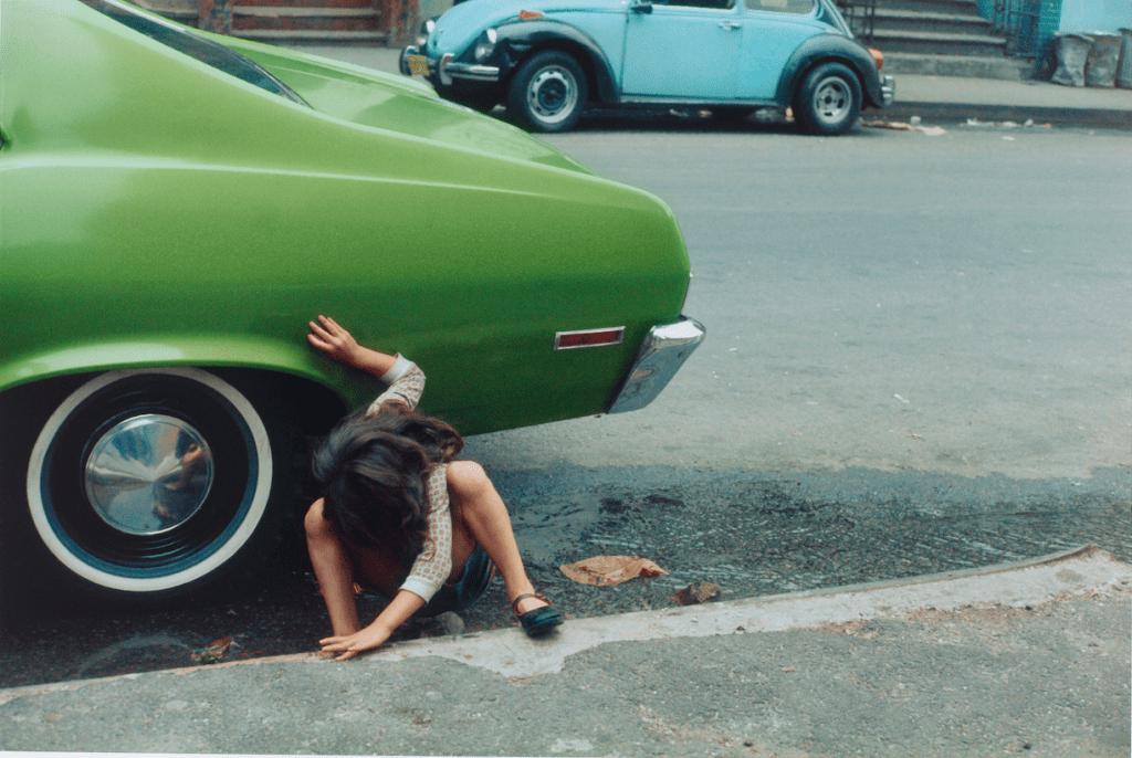 Squatting Girl/Spider Girl, Helen Levitt (1913–2009), Chromogenic print, New York, 1980, Collection Rijksmuseum, purchased with the support of Baker & McKenzie Amsterdam N.V