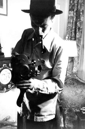 Shoot me shooting you, c. mid 1940's© Sinatra Family Archives/Nancy Sinatra