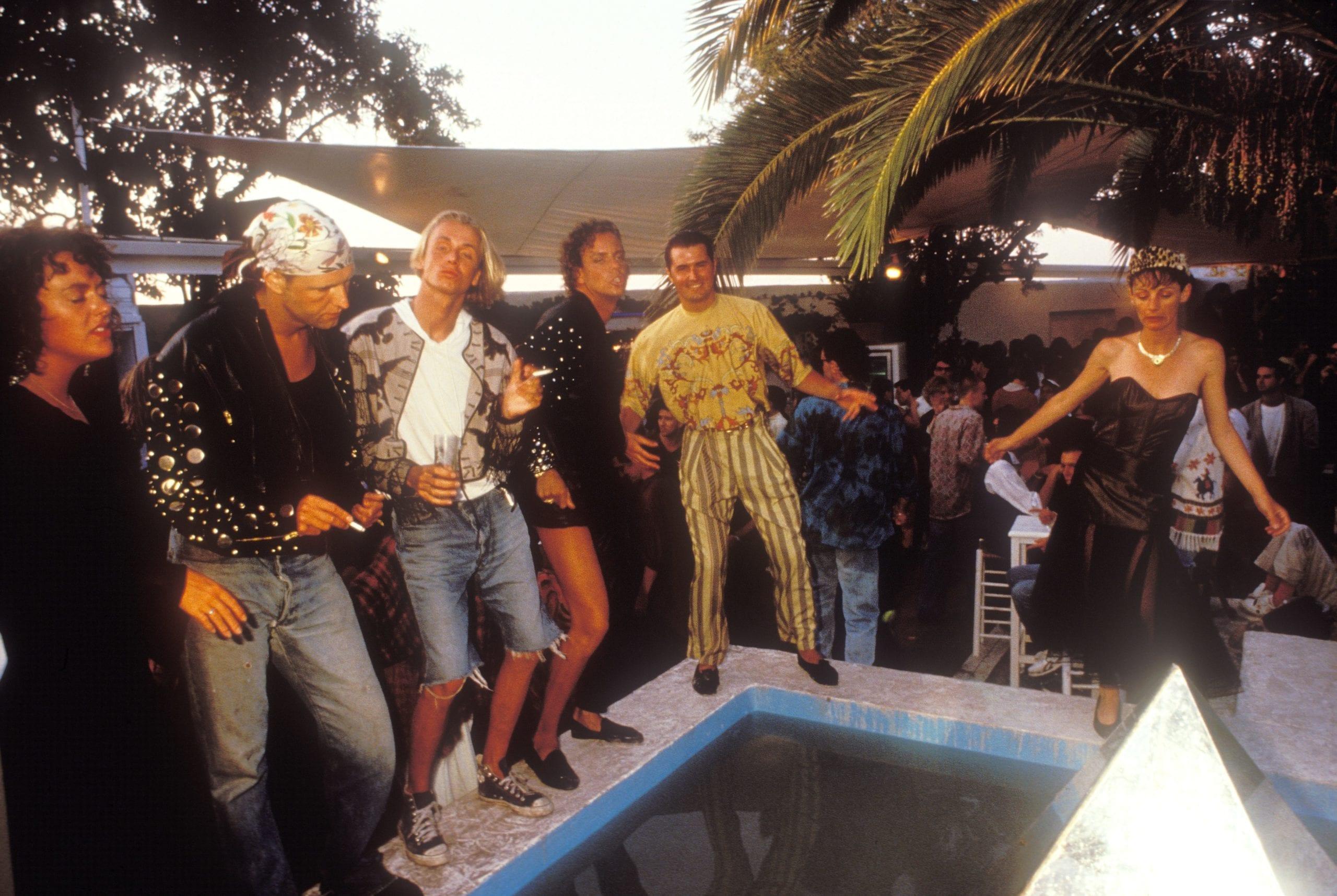 Clubbers dancing outdoors, Amnesia II courtyard, Ibiza 1989 © Dave Swindells/PYMCA