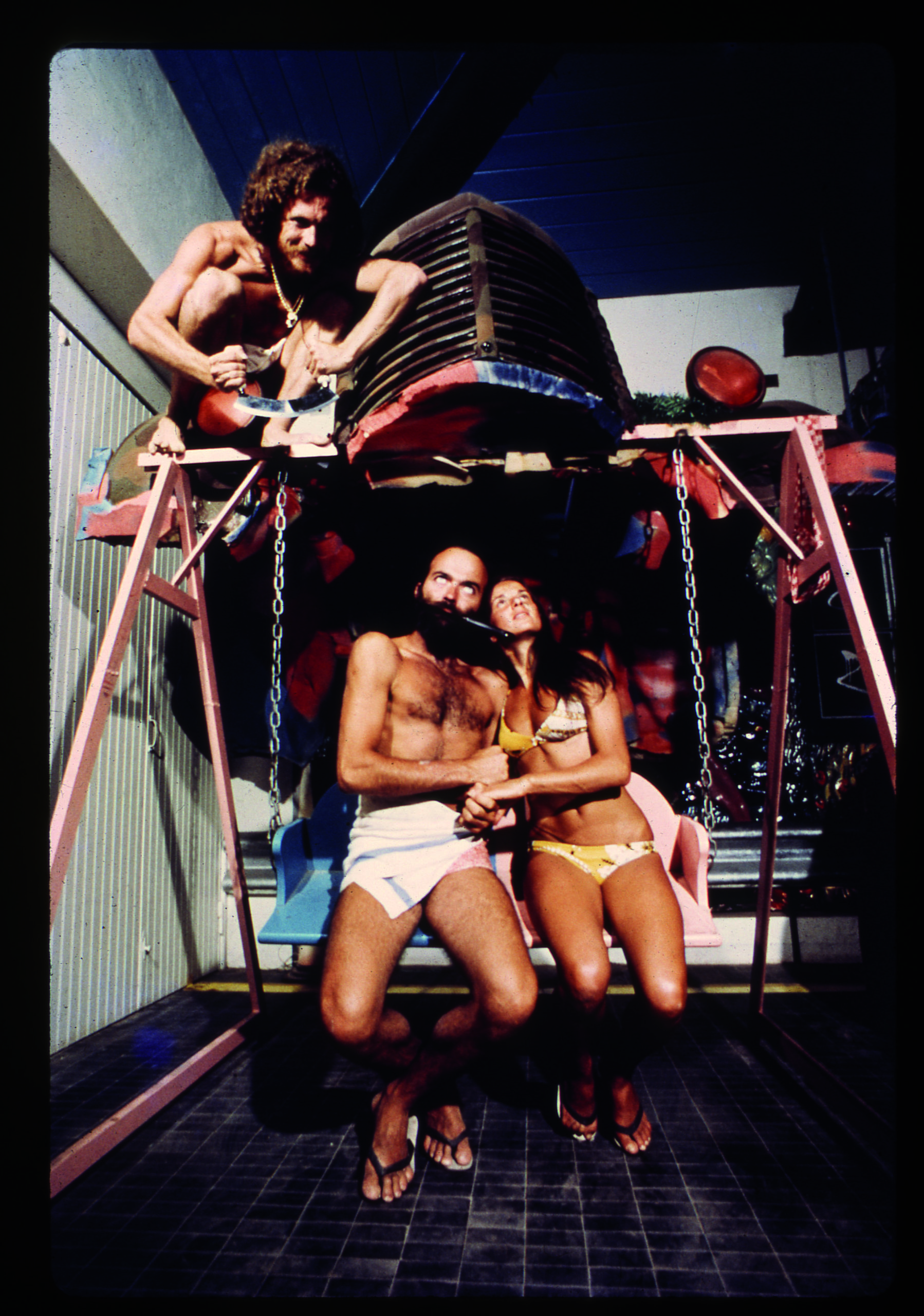 UFO, lovers on a swing chair, Bamba Issa, Forte dei Marmi, 1970. Photograph by Carlo Bachi, © Lapo Binazzi, UFO Archive