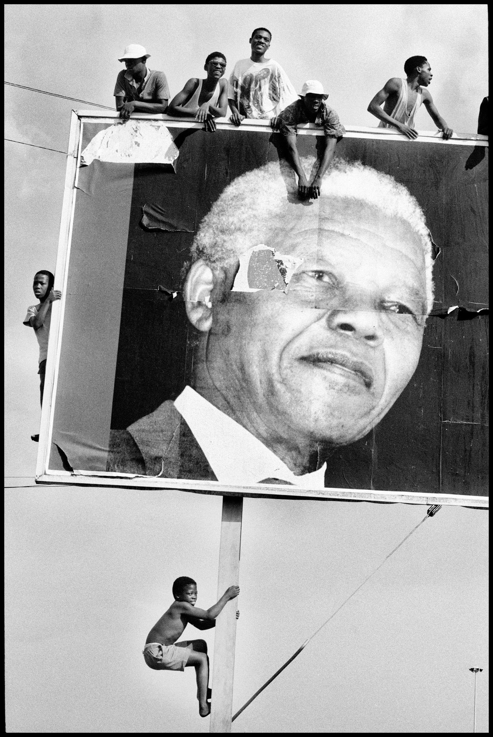 SOUTH AFRICA. Natal. Lamontville. Supporters climb to every vantage point whilst awaiting the arrival of Nelson MANDELA. 1994
