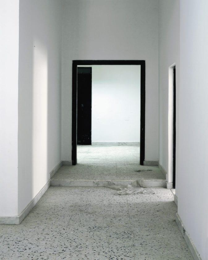Interrogation Room corridor © Edmund Clark, courtesy of Flowers