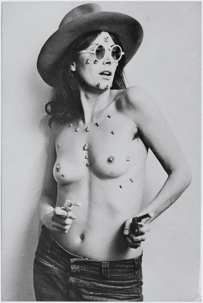 01_pressimage-feminist-avant-garde-l-hannah-wilke-l-sos-starification-object-series-1975