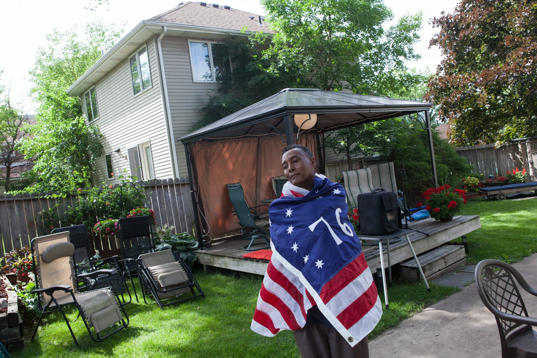 Osman Omar, who says he will run for president of Somalia for the second time in 2016, wraps himself in an American flag while preparing for a community dinner to break the fast at sundown during the holy month of Ramadan. The event drew dozens of people, including Somali community leaders and the Minnesota state auditor Rebecca Otto © Arthur Nazaryan