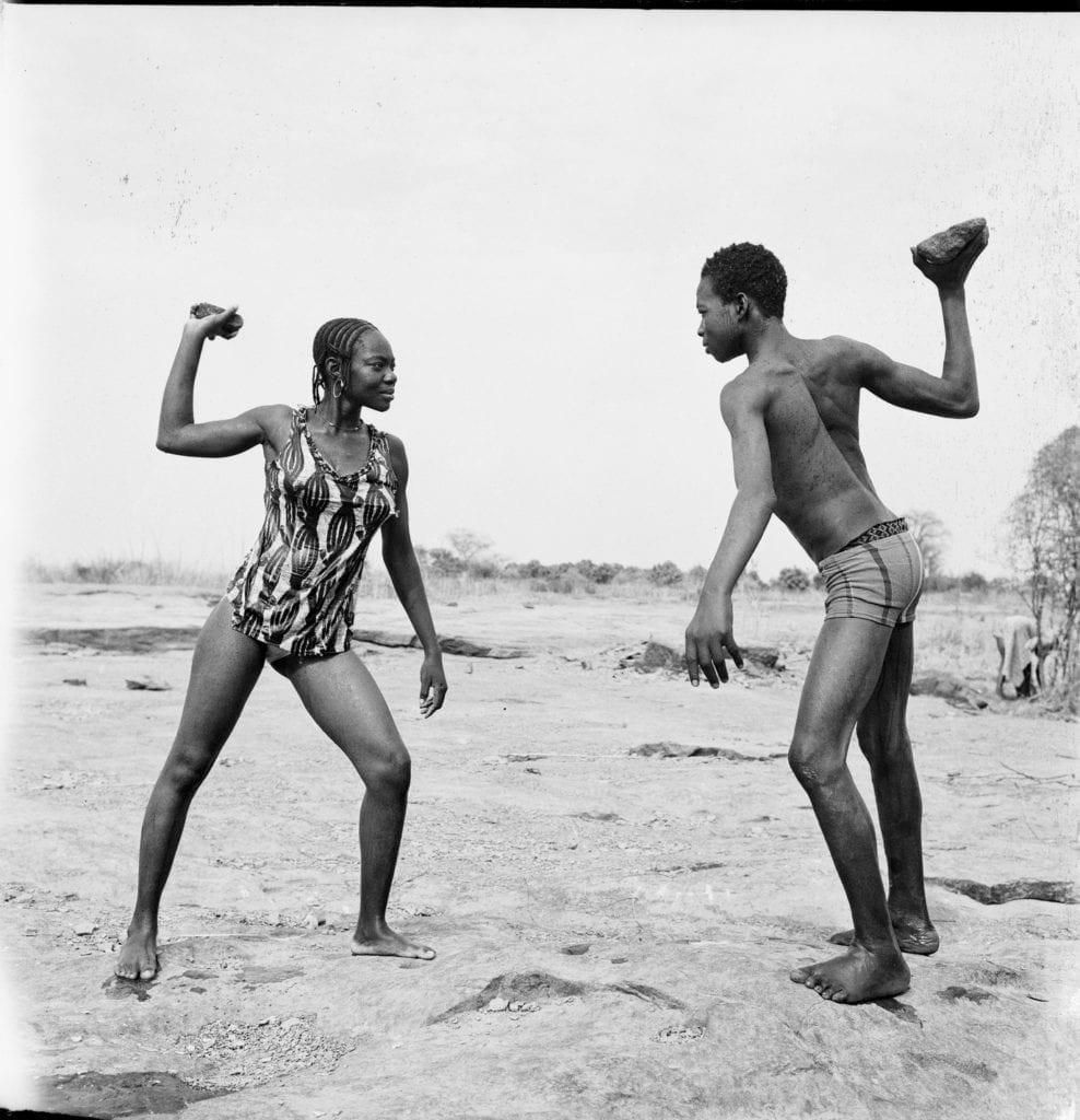 combat-des-amis-avec-pierres-1976-c-malick-sidibe-courtesy-galerie-magnin-a-paris