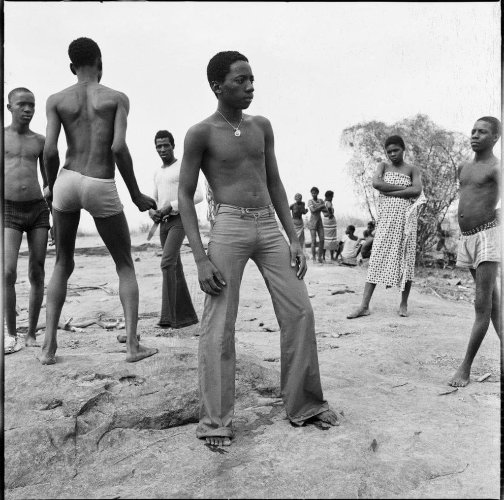 malick-sidibe-a-la-baignade-au-fleuve-niger-1973-c-malick-sidibe-courtesy-galerie-magnin-a-paris