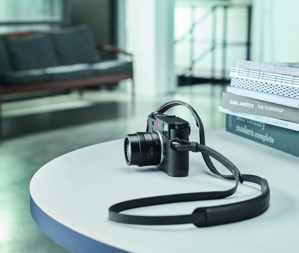 Leica M10_black_Ambient_04_CMYK