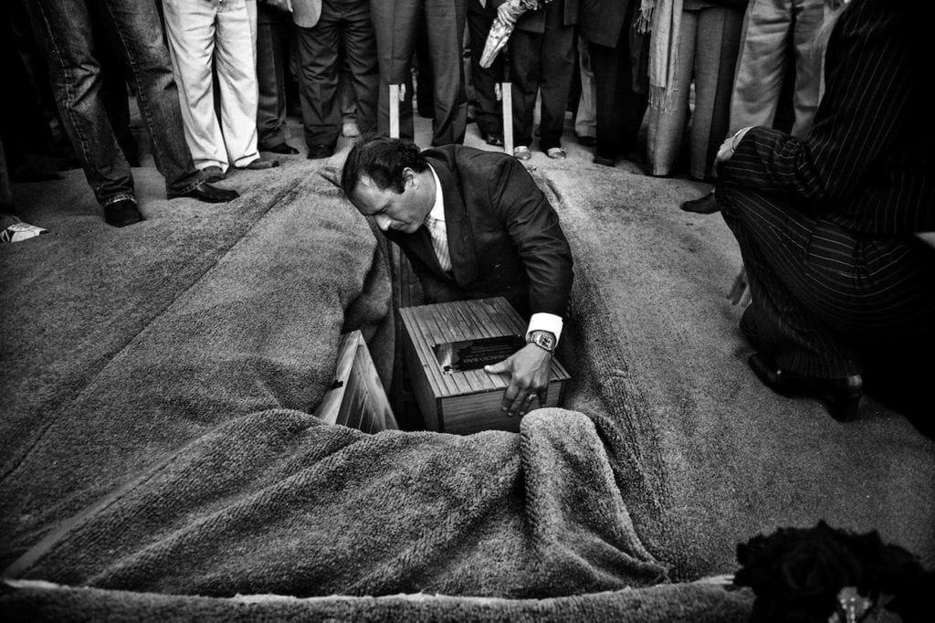 Horacio Bau's funeral. Forensic anthropologists returned the remains to his family 30 years after his disappearance during the dictatorship. Trelew, Chubut Province, Argentina, 2007 © Giancarlo Ceraudo, courtesy of the artist