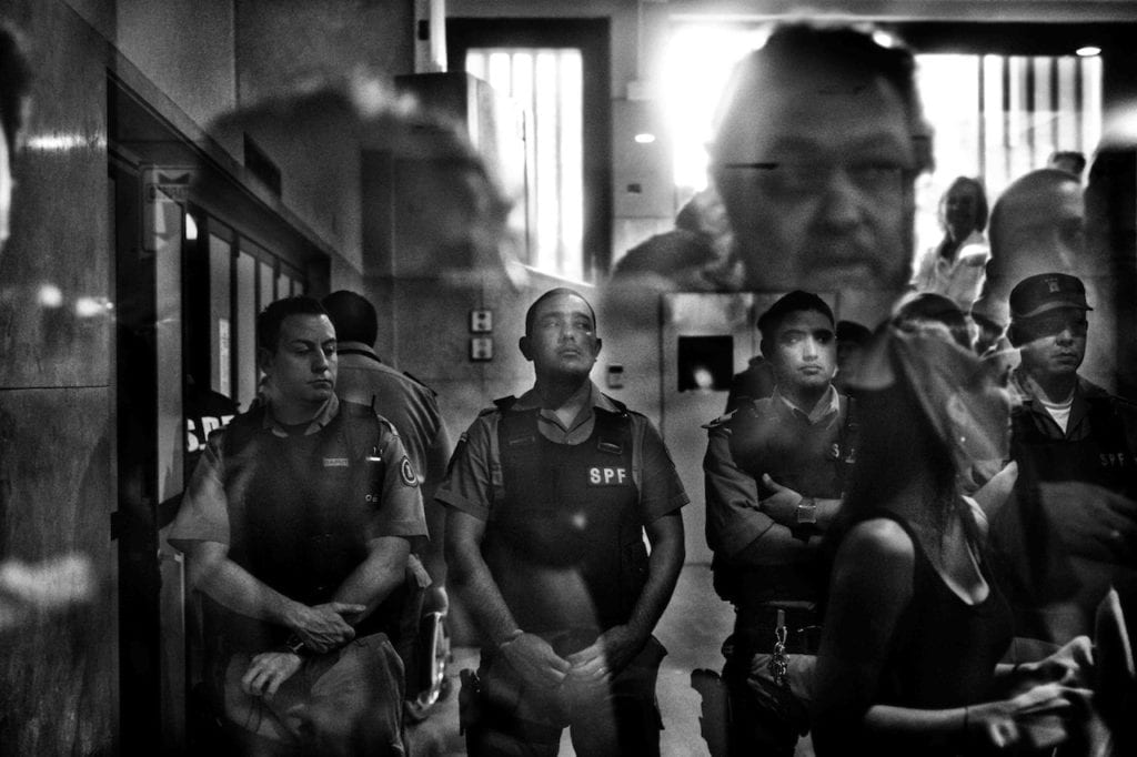 A group of policemen at the entrance of the Tribunal Oral y Federal Nº 5 during the third trial for crimes against humanity committed at the ESMA. Buenos Aires, Argentina, 2012 © Giancarlo Ceraudo, courtesy of the artist