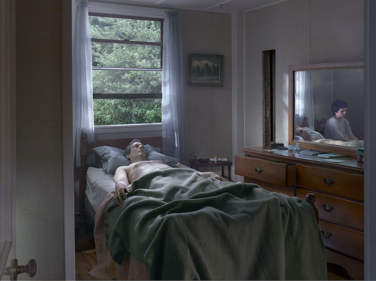thesis show gregory crewdson Press for gregory crewdson at gagosian gregory crewdson was born in 1962 in brooklyn, new york he is a graduate of suny purchase and the yale school of art, where he is now director of graduate studies in photography.