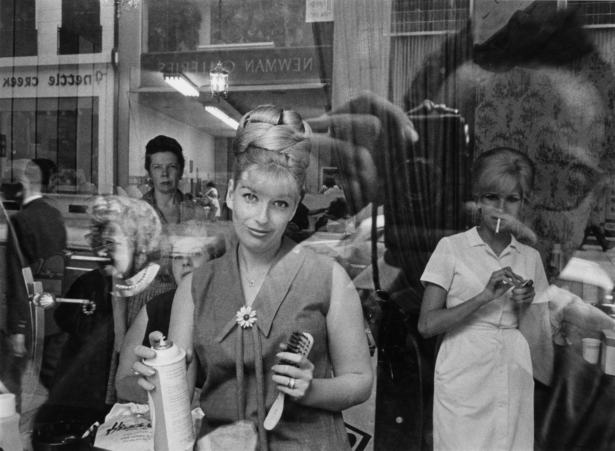 harold-feinstein-beauty_parlor_window_1964